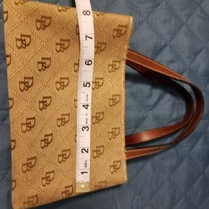 Dooney and bourke ladies purse.